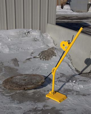 XTIRPA™ Ratchet Manhole Cover Lifter