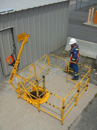 Xtirpa™ 1067mm (42'') Portable Manhole Guards System for PPE
